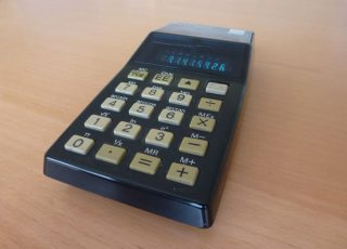 A Sinclair Oxford 300 calculator.